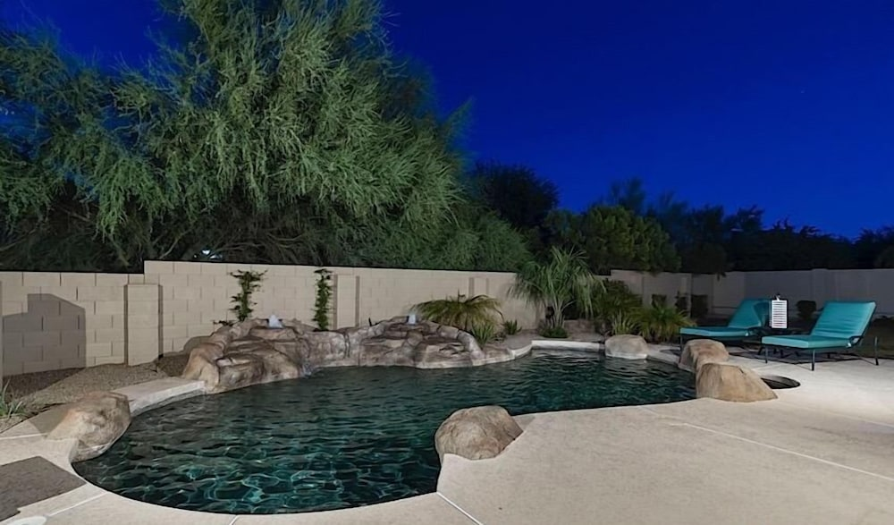 Dynamite By Signature Vacation Als Cave Creek Outdoor Pool