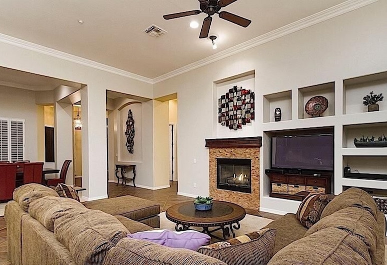 Sonoran Solitude By Signature Vacation Rentals, Phoenix, Living Area