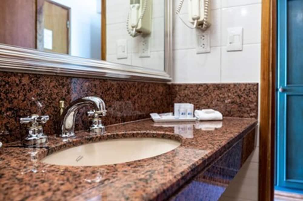 標準客房, 2 張單人床, 非吸煙房, 海灣景觀 - 浴室