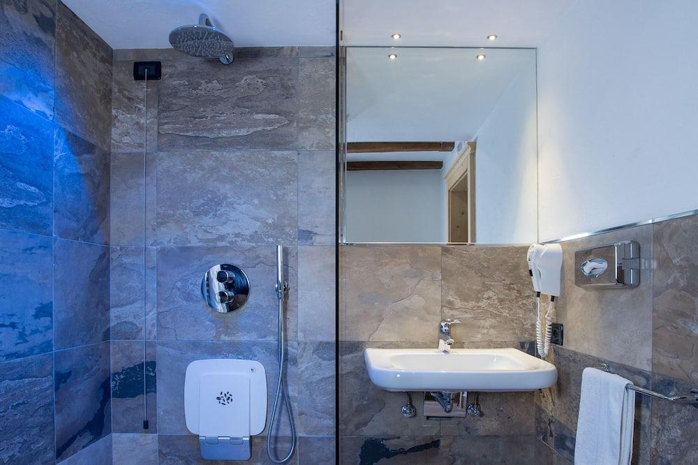 Apartmá s ložnicí a obývacím koutem - Koupelna