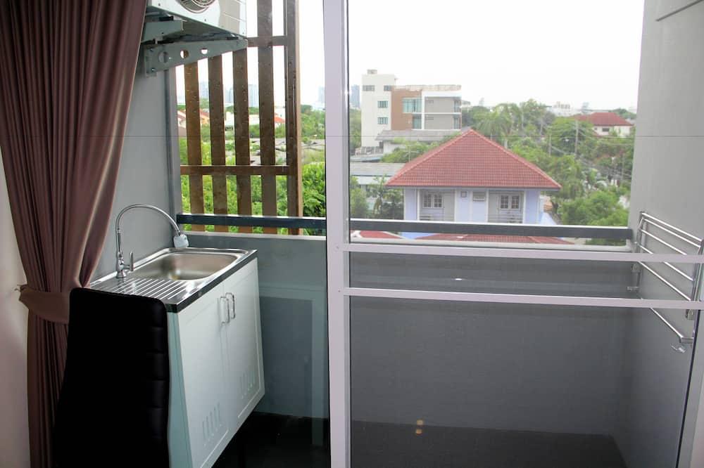 Basic Studio, 1 Queen Bed - Balcony