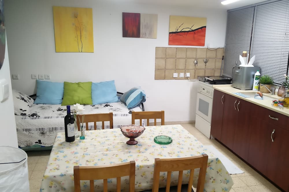 Comfort Shared Dormitory, Mixed Dorm, Shared Bathroom, Ground Floor - In-Room Dining
