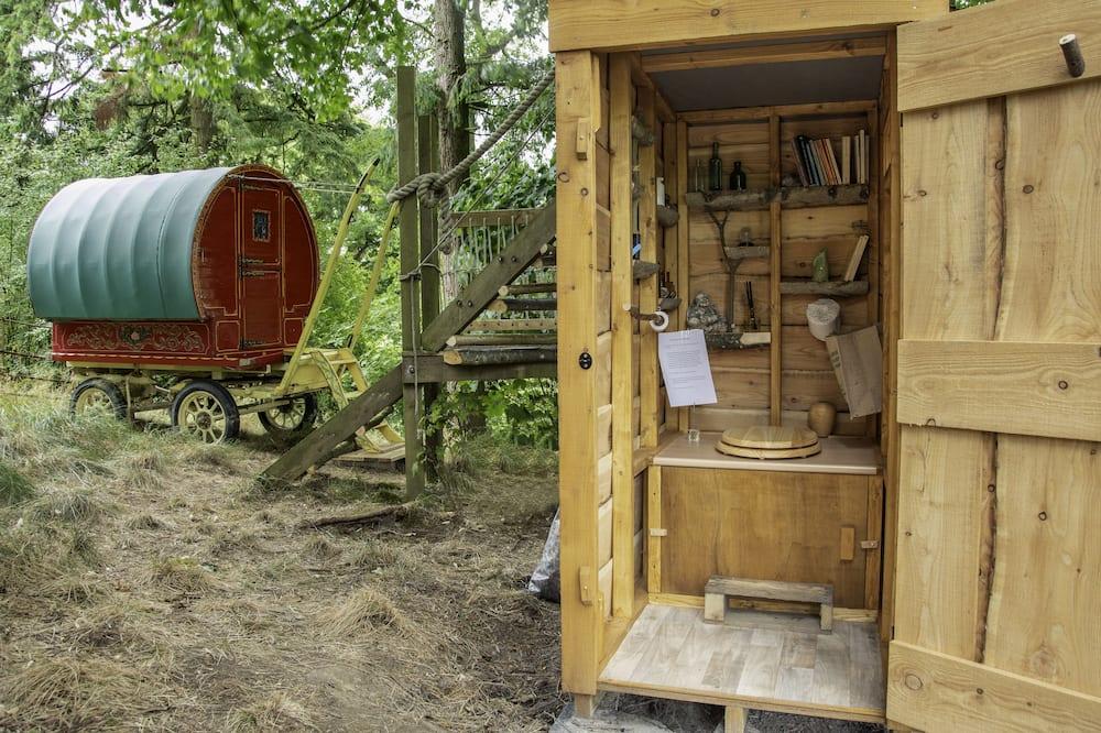 Išskirtinio tipo namelis medyje - Vonios kambarys
