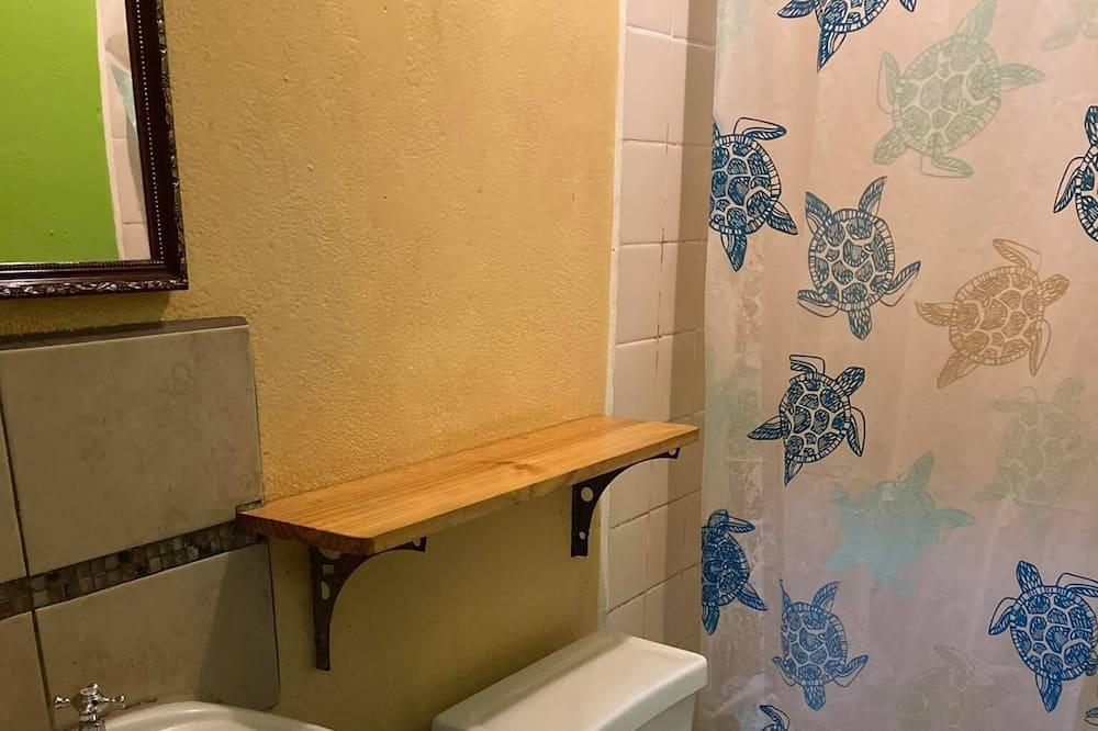 Habitación cuádruple estándar, 1 habitación, baño compartido - Baño