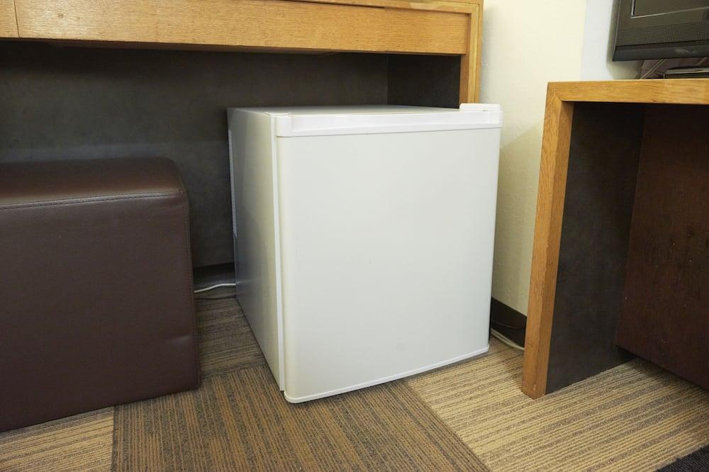 غرفة عادية لاثنين - لغير المدخنين (2 Semi-Double Beds) - ثلاجة صغيرة