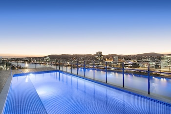 Enter your dates for special Brisbane last minute prices