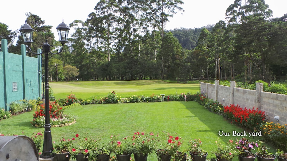 green golf traingle sri lanka essay About total holiday options the company with over 28 yrs old experienced team is committed to bringing the best in both quality and value to small group journeys, private car guided tours and tailor-made tours to india, nepal and sri lanka.