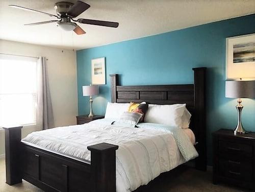 Majorca 5 Bedroom Villa by Dream Orlando Vacation Rentals  Kissimmee   Guestroom. Book Majorca 5 Bedroom Villa by Dream Orlando Vacation Rentals in