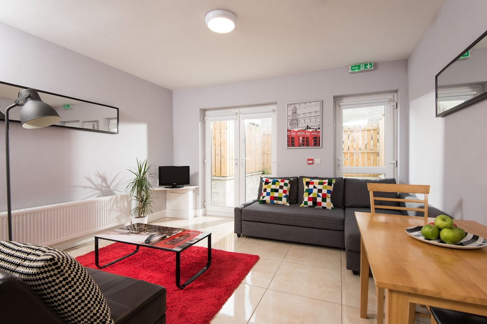 Giant Serviced Apartments, Belfast, Apartment, 2 Bedrooms (Penthouse),  Living Room