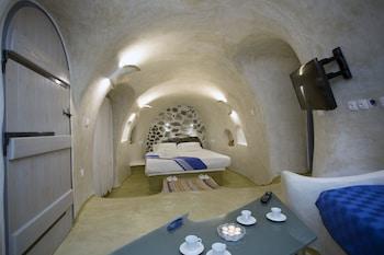 Picture of Aura Caves in Santorini