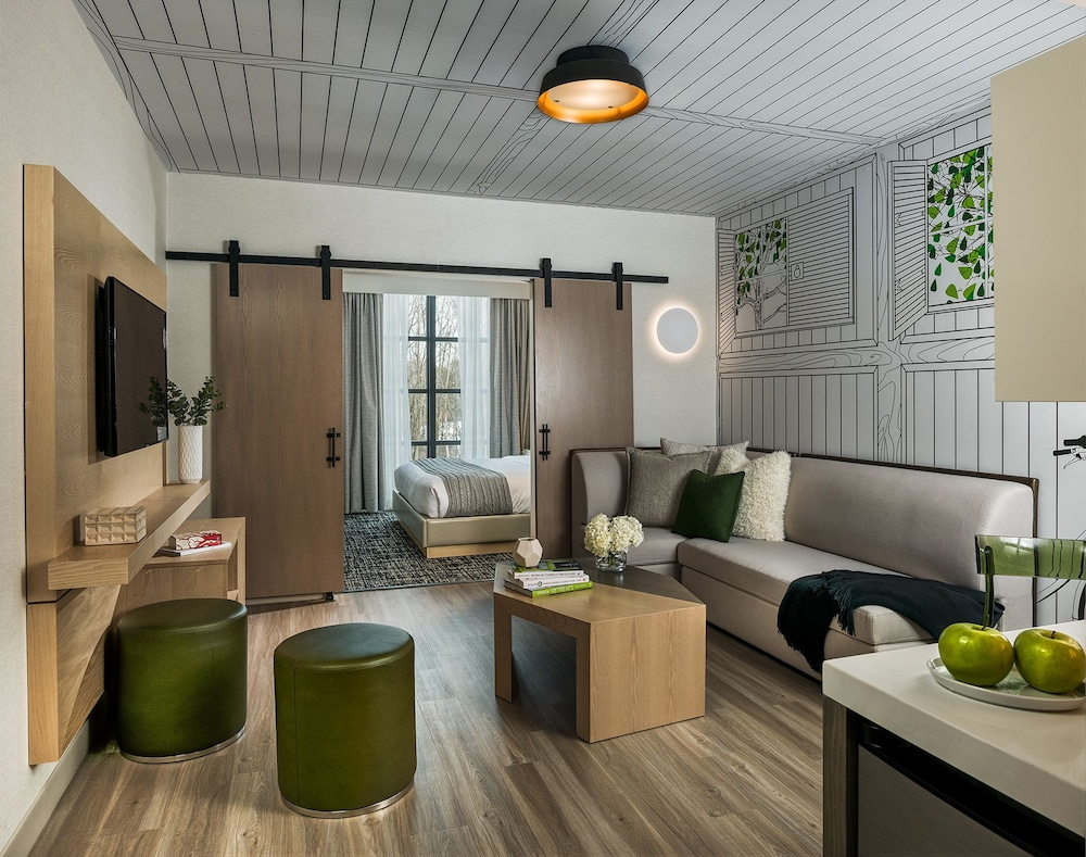 Hotel Zero Degrees Danbury Executive Suite Guest Room