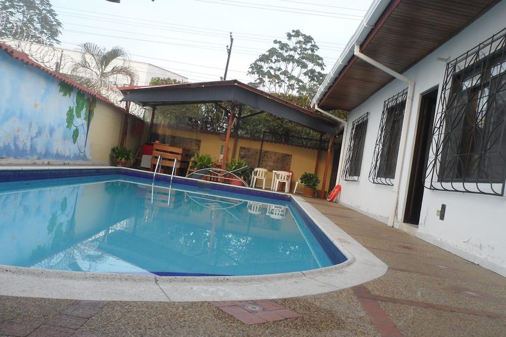 Leticias Guest House - Hostel