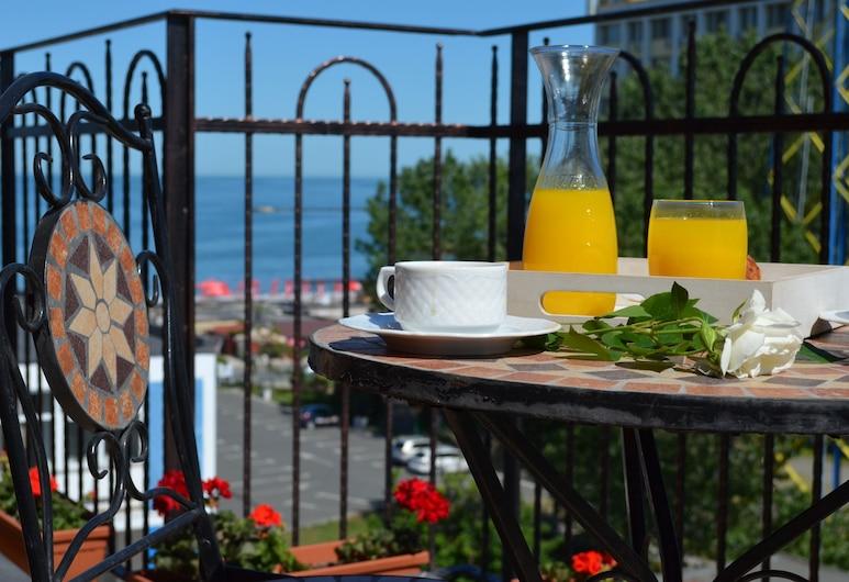 Aparthotel Luxury Ovidiu Mamaia, Constanta, Ristorazione all'aperto