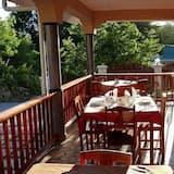 Tempat Makan Luar Ruangan