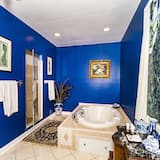 Luxury Suite, 1 King Bed, Hot Tub, Mountain View - Private spa tub