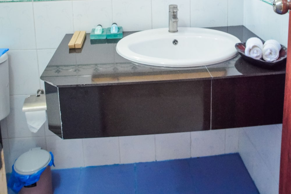 Standard Double Room, 1 Bedroom, Private Bathroom, Ground Floor - Bathroom