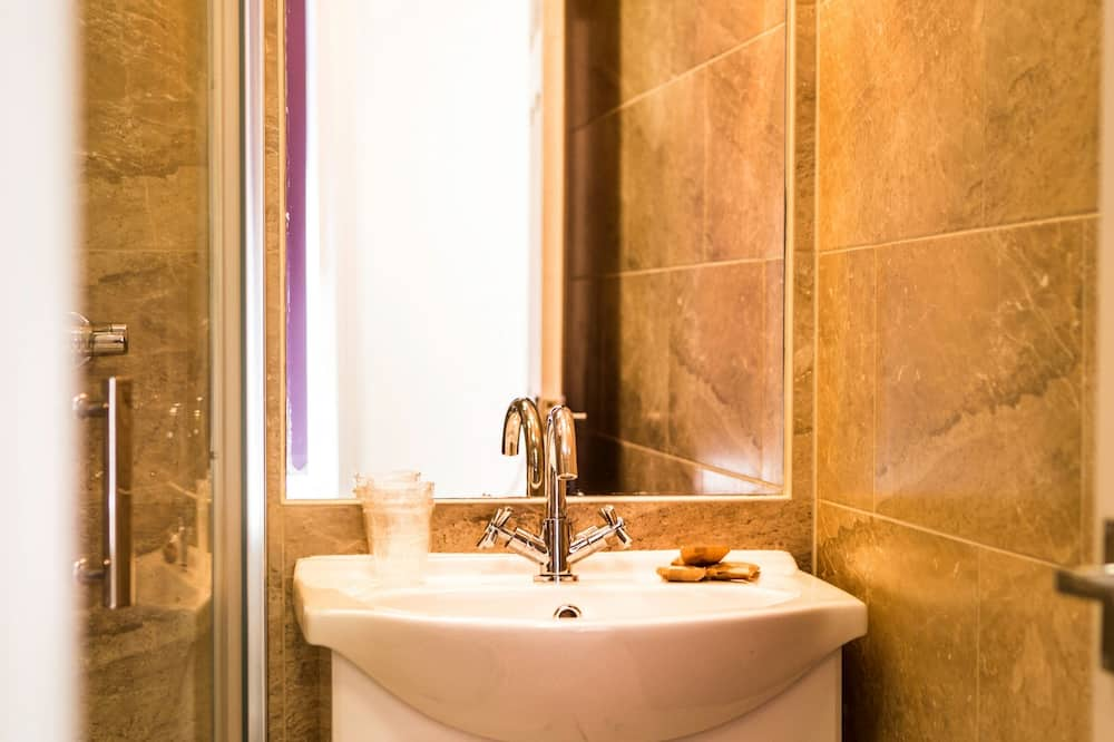 Neljän hengen huone - Kylpyhuone