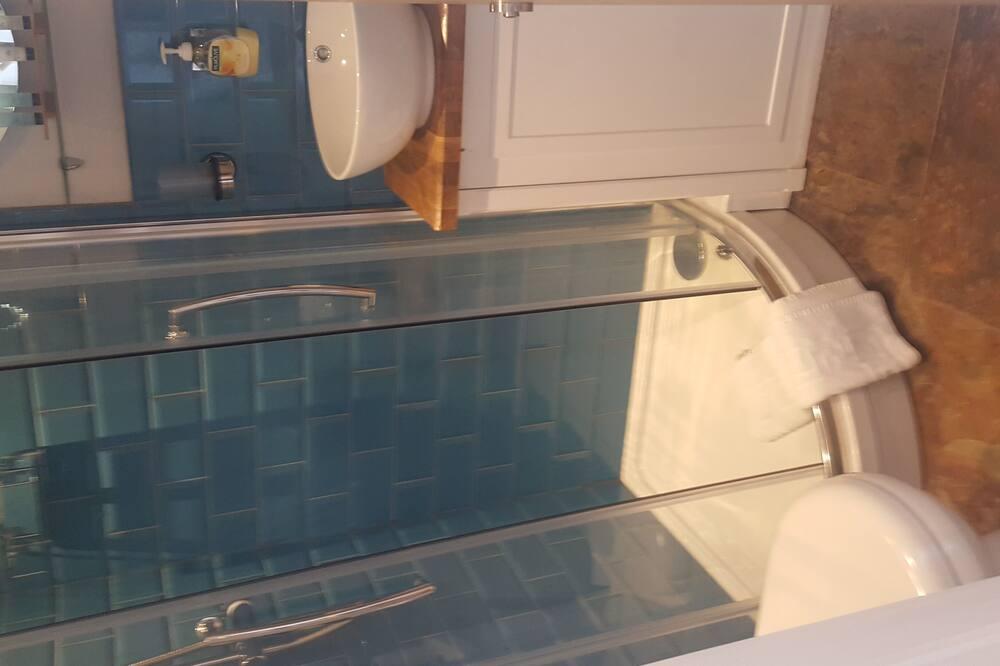 Basic-dobbeltværelse - eget badeværelse - udsigt til gårdsplads (Room 10) - Badeværelse