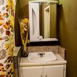 Apartmán, 2 spálne, kuchyňa, na prízemí - Kúpeľňa