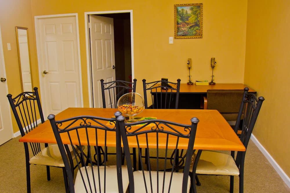 Apartmán, 2 spálne, kuchyňa, na prízemí - Stravovanie v izbe