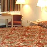 Room, 1 King Bed, Non Smoking - Guest Room
