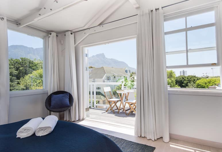 Cricklewood Place Luxury Holiday Homes, Cape Town, Luxury Townhome, 5 Bedrooms, Kitchen, Mountain View, Room