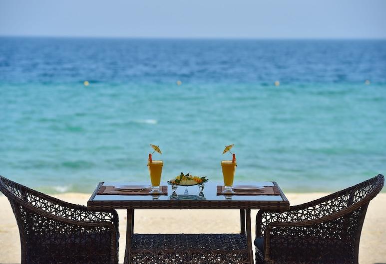 姆尔瓦海岸线海滩度假村, 梅萨伊德, 室外用餐