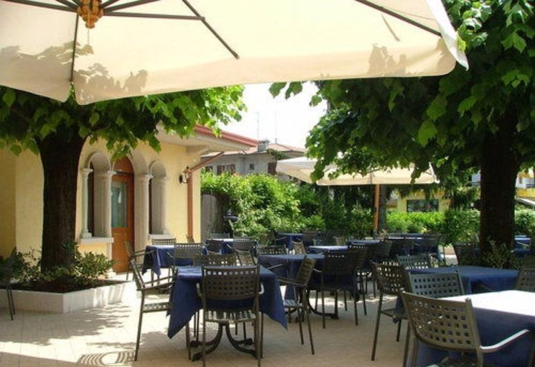 Hotel Gardenia, Sirmione, Speisen im Freien