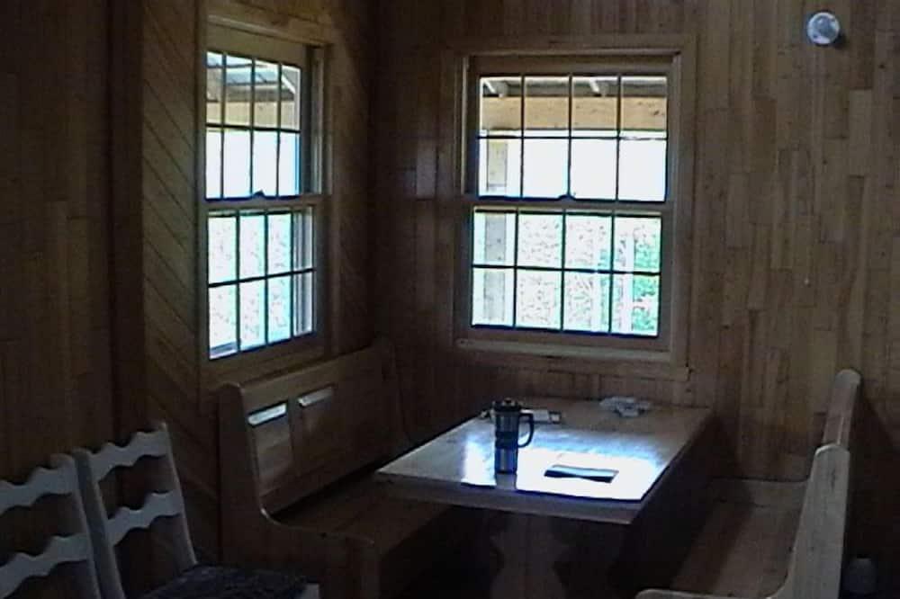 Klasiska kalnu mītne, divas guļamistabas - Numura ēdamzona