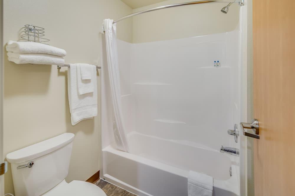 시티 스튜디오, 퀸사이즈침대 2개, 시내 전망 - 욕실