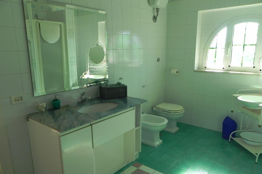 Üç Kişilik Oda, Özel Banyo - Banyo