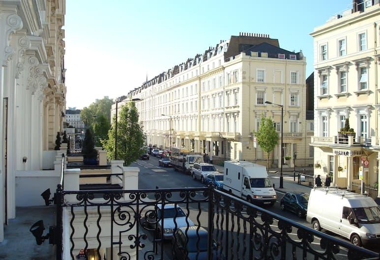 The Beverley Hotel, London, Exteriör