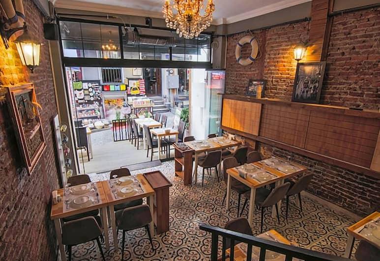 Kuzen Otel - Adults Only, İstanbul, Restoran