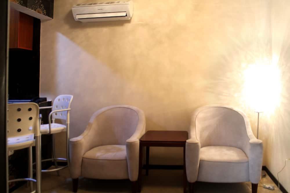 Suite, 1 Bedroom, Kitchenette (Embassador) - Living Room
