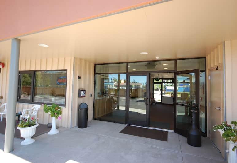 Sockeye Inn, Anchorage, Hotel Entrance