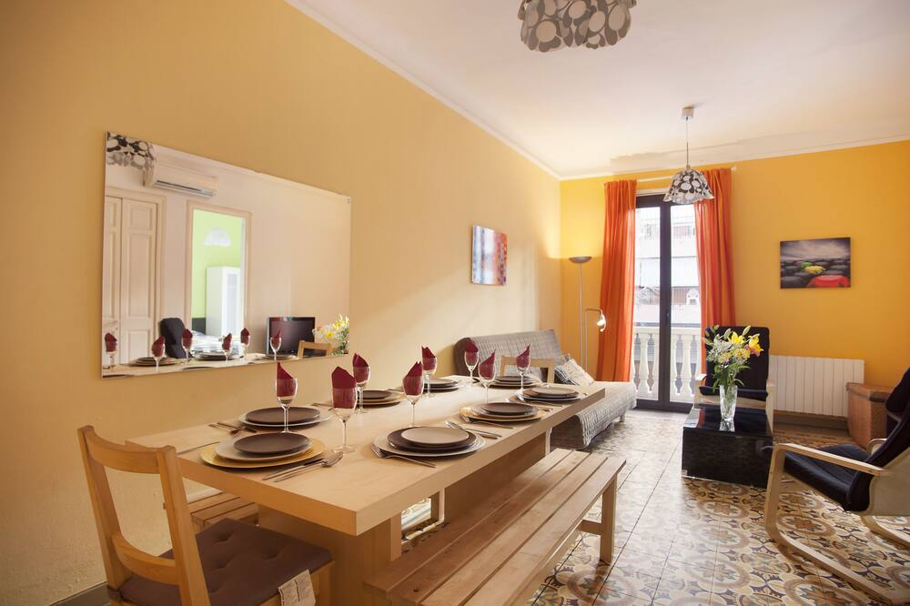 Standard Apartment, 3 Bedrooms (Principal) - Living Room