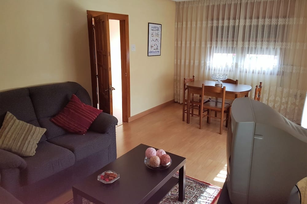 Family House, 3 Bedrooms, Mountain View - Living Room