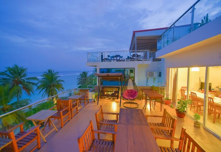 Hathaa Beach Maldives, Hulhumalé