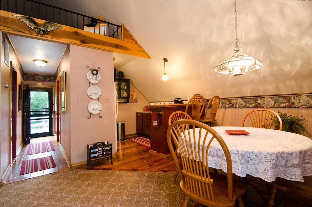 Carriage House Suite (Stationary Ladder to Loft with Dbl Bed. Air Mattress in Living Room) - In-Room Dining