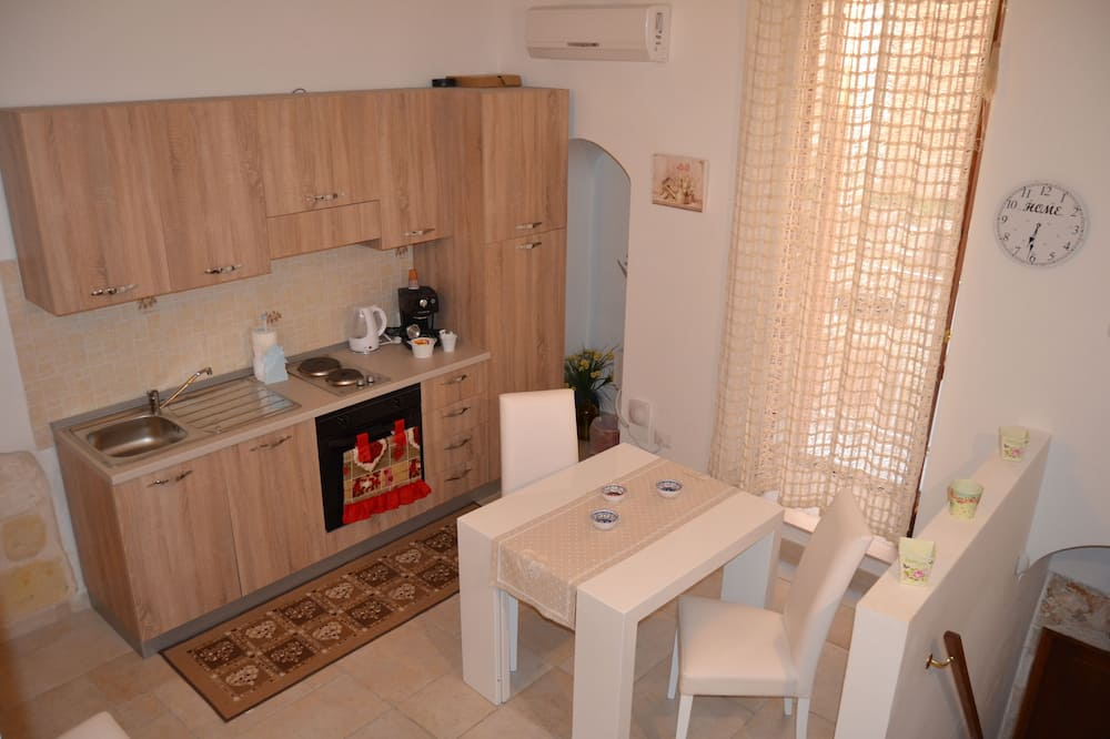 Family Duplex, 2 Bedrooms - In-Room Dining