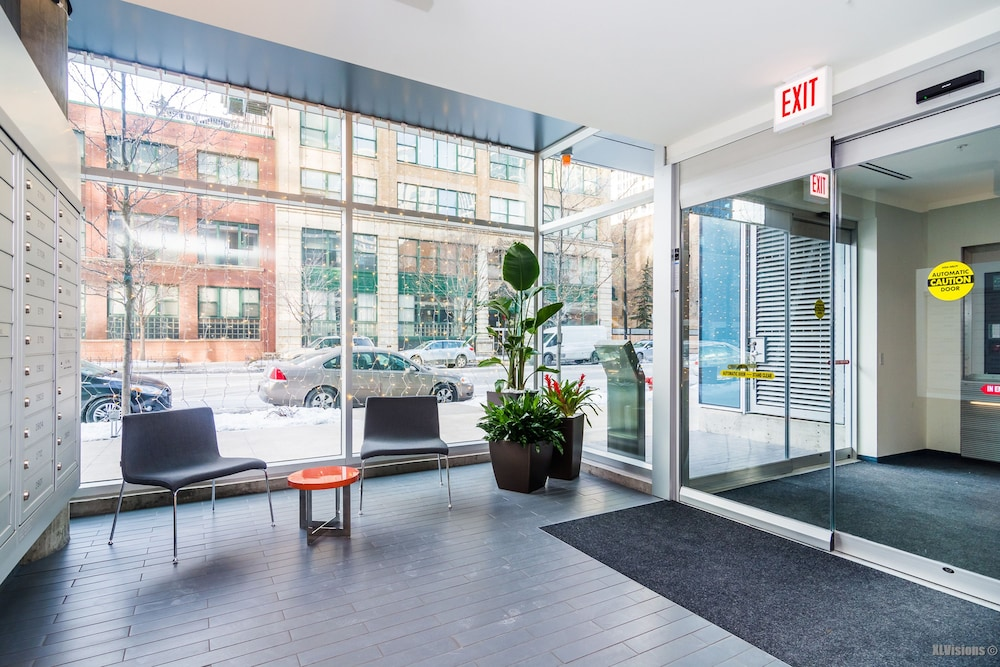 Furnished Suites In South Loop Chicago Interior Entrance