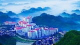 Choose This Five Star Hotel In Zhangjiajie