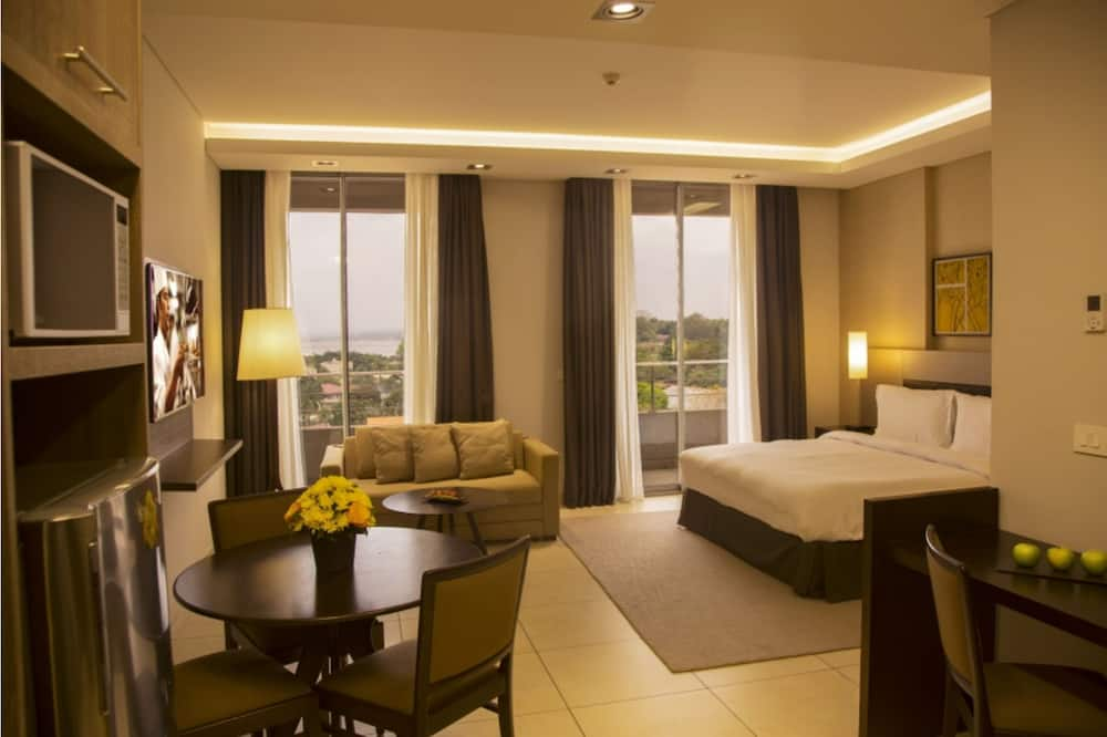 Deluxe Room, 1 King Bed with Sofa bed, River View - Guest Room