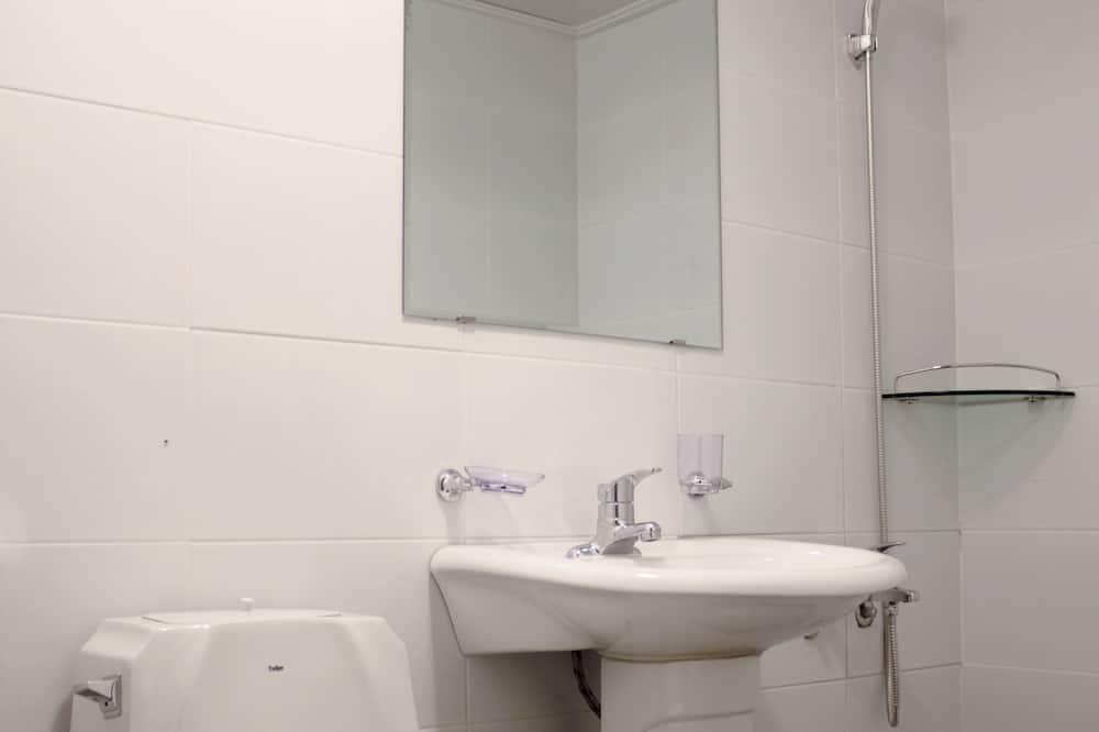Double Room (2F) - Bilik mandi