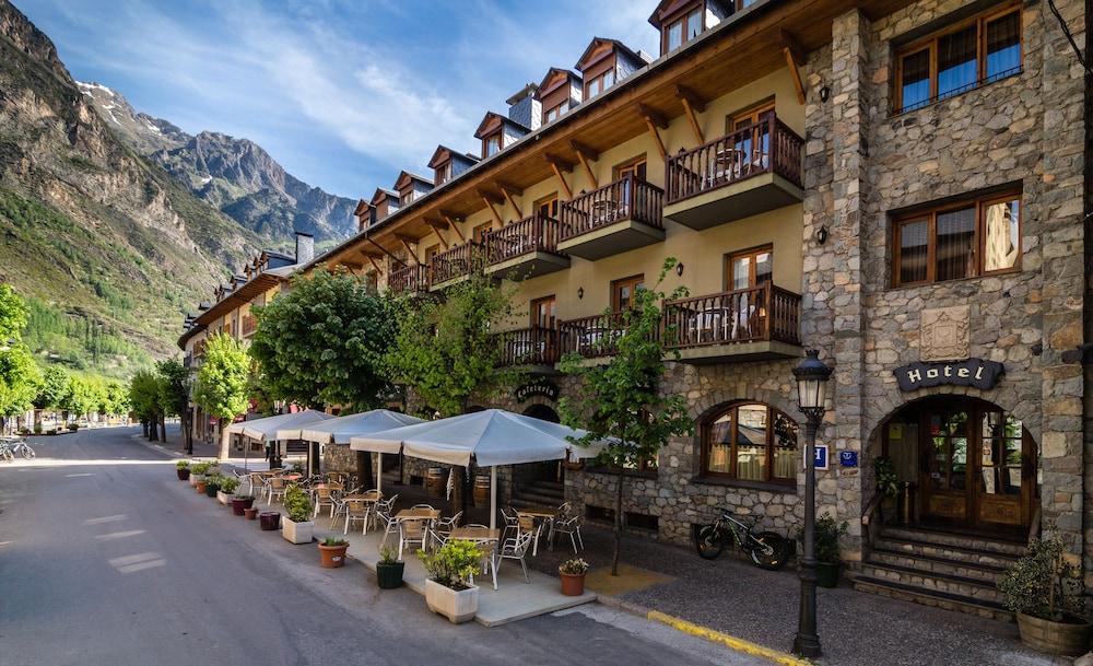 Book hotel ciria in benasque for Booking benasque