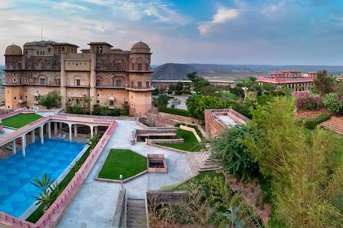 尼姆拉納泰賈拉堡宮殿酒店/