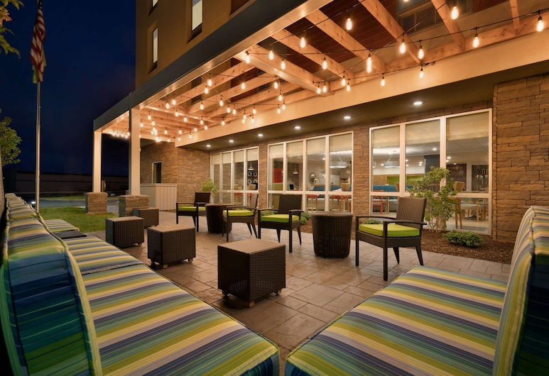 Home2 Suites by Hilton Roanoke, VA, Roanoke, Taras/patio