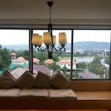 1 Bedroom Apartment, Lake View - Living Area
