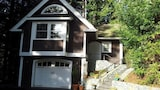Nuotrauka: Brand New Upscale Serene Redwood Retreat in Arcata Perfect Couple s Retreat by RedAwning, Arcata
