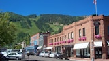 Choose this Apartment in Aspen - Online Room Reservations